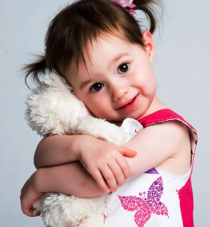 kid hugging teddy